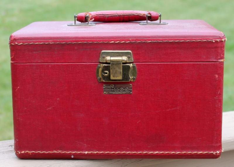 vintage-luce-train-case-2-1024x731