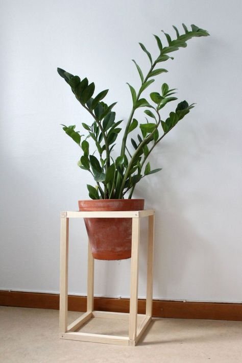 DIY Pedestal Plant Stand