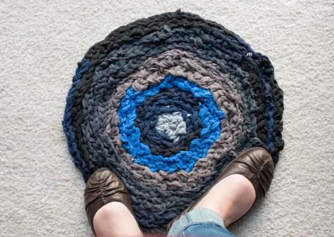 DIY Finger Crochet T-Shirt Rag Rug