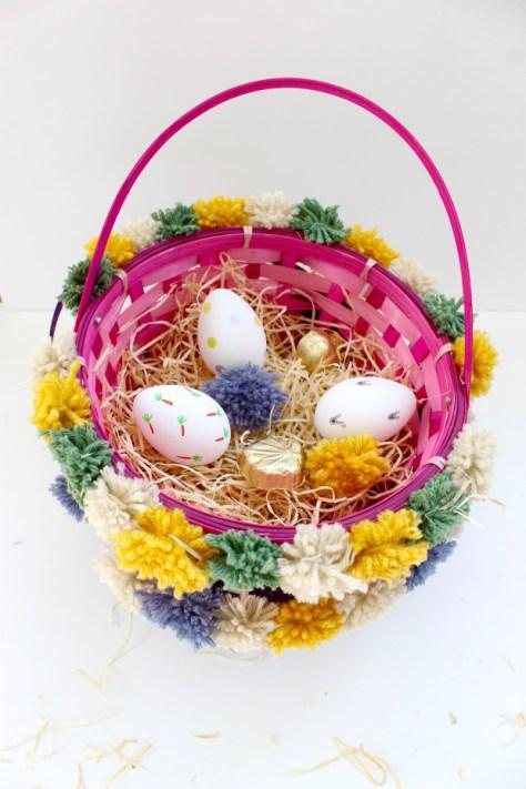 DIY Pom Pom Easter Baskets