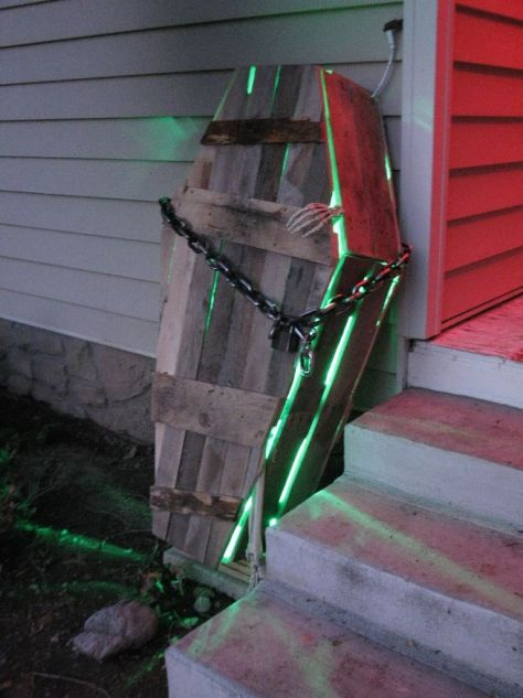 Pallet Halloween Coffin Decoration
