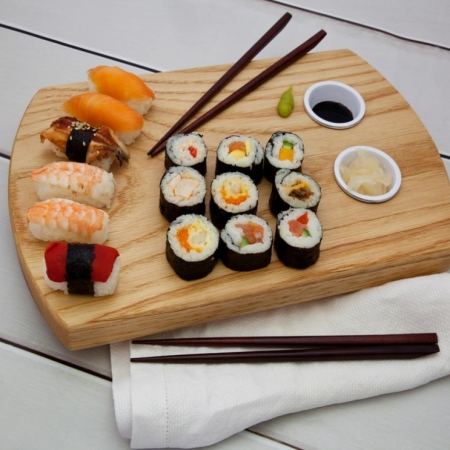 Sushi Board - Medium (Including Sauce Dishes)