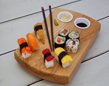 Sushi Board Small (Including Sauce Dishes)