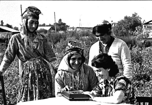 Cemîla Celîl, Ermenistan'da Kürt kadınlarla ses kaydı yaparken