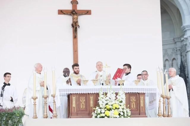 Cardinal Erdo offers Mass at the International Eucharistic Congress. EWTN
