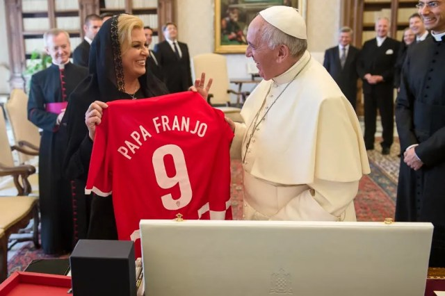 Pope Francis with Croatian President Kolinda Grabar-Kitarović at the Vatican, May 28, 2015. Vatican Media.