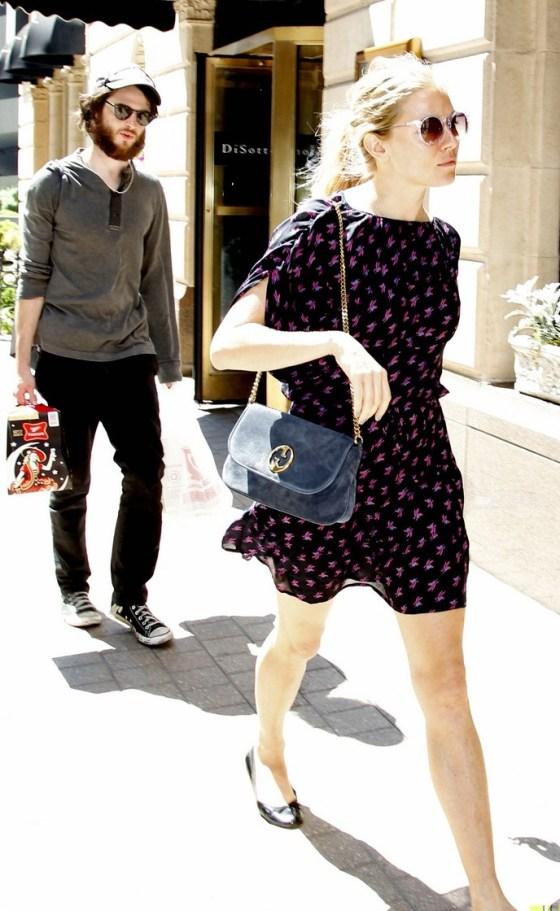 Exclusive - Sienna Miller & Her Boyfriend Grab Some Beer To Go