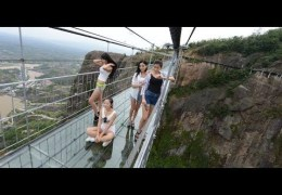 China Glass Bridge – Crack Effect