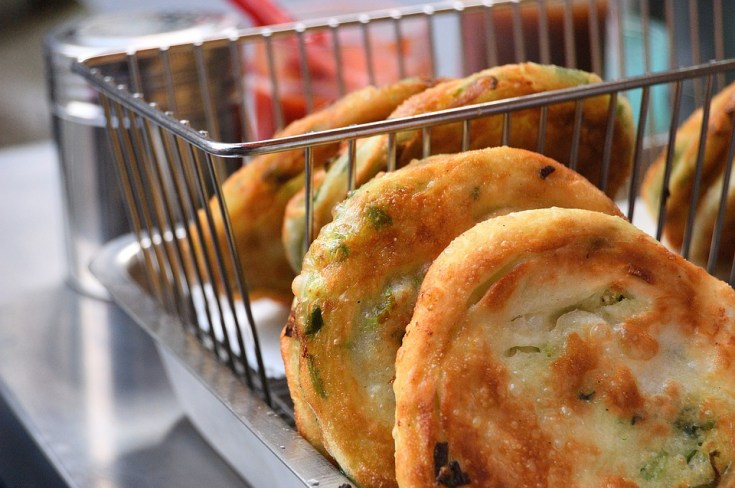 Plăcintă cu brânză şi mărar şi un pic de ceapă verde