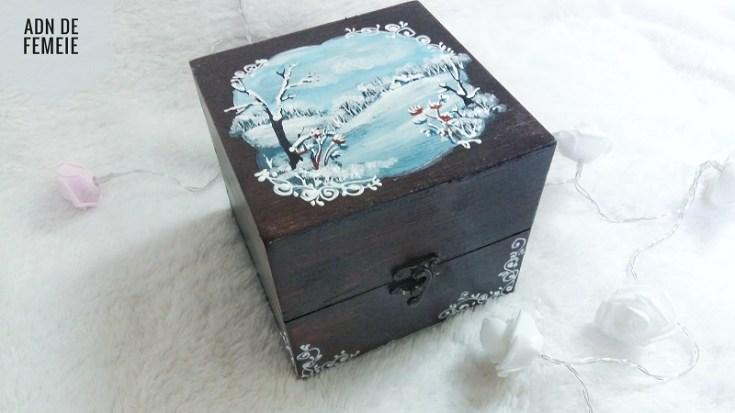 cutie din lemn pictata