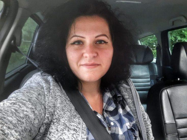 femeie si mamă la volan