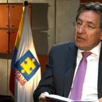 ENTRE LA ESPADA Y LA PARED FISCAL MARTINEZ NEIRA