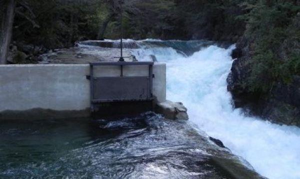 represa en Lago Escondido