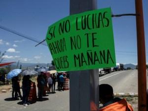 NOCHIXTLAN, OAXACA., 06JULIO2016.- Continúan los bloqueos intermitentes en la carretera federal Huajuapan-Oaxaca a la altura de Nochixtlan en apoyo al paro de labores indefinido, como parte de las protestas de la CNTE de la refortma educativa. FOTO: ADRIANA ALVAREZ/CUARTOSCURTO.COM