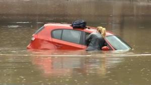 coche-sumergido-en-agua