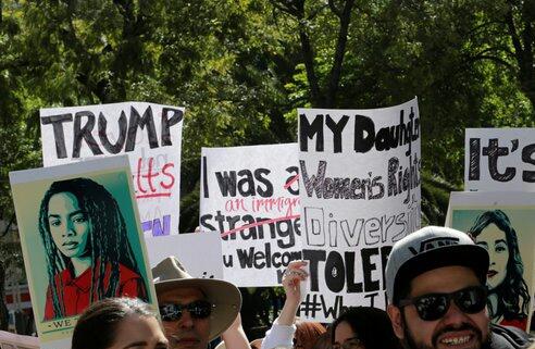 Marchan americanos radicados en Oaxaca contra la política de Donald Trump (15:10 h)