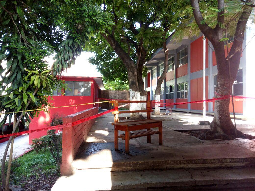 Suspenden obra en Jalatlaco tras protesta de padres de la EST 1