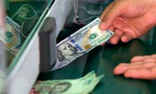 Dólar cierra al alza, se vende hasta en 19.42 pesos (19:45 h)