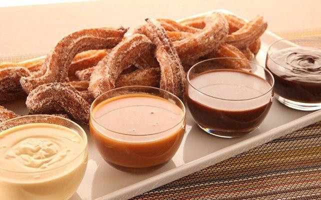 Churros con dip de chocolate (09:00 h)