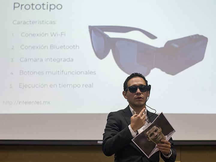 UNAM presenta prototipo de lentes inteligentes para débiles visuales