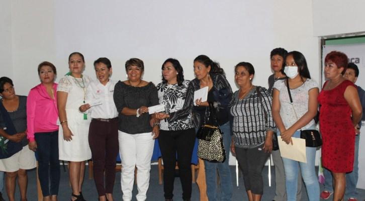 Entregan 55 créditos a mujeres emprendedoras de Huajuapan (21:15 h)