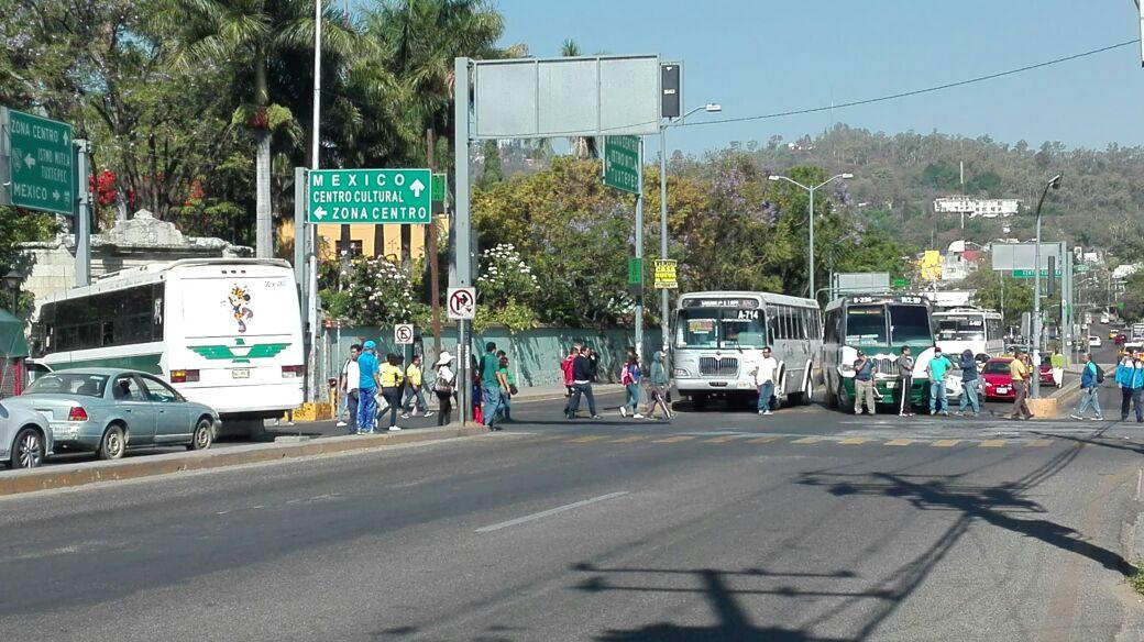 Niños toman clases en la calle de la agencia Donají de Oaxaca