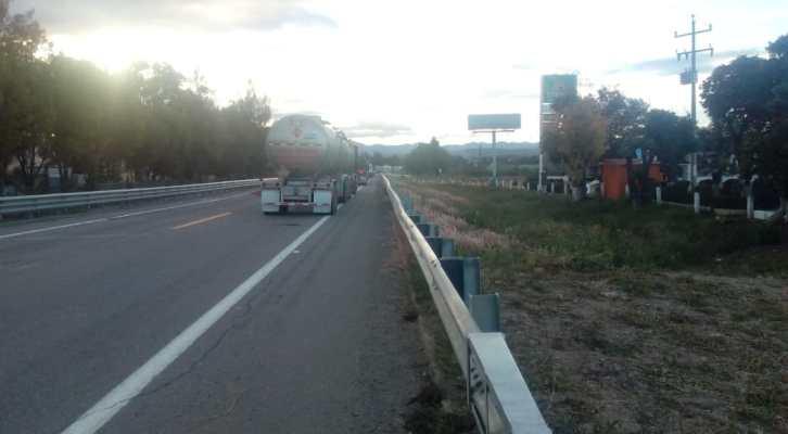 Taxistas de Nochixtlán liberan la autopista Cuacnopalan-Oaxaca (20:23 h)