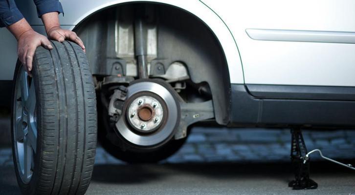Consecuencias graves de conducir con una llanta de refacción (20:00 h)