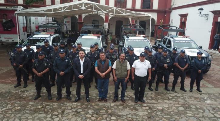 Mejora la seguridad en Santa Lucía, con la entrega de otra patrulla y equipamiento policial (15:00 h)