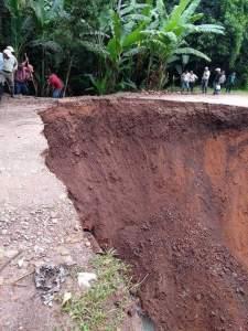 Atiende CEPCO y CAO carretera interrumpida por lluvias 3