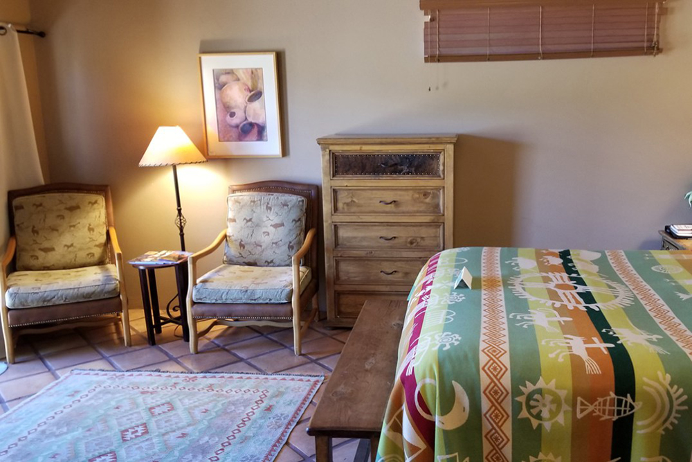 La Casita Room with Bed & Seating Area