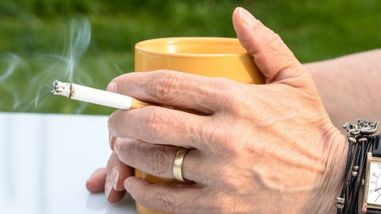 Fumadores y vapeadores, más expuestos al COVID-19