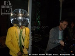 J&B Electric Ball con Penguin Prison