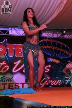 Chica Hooters 2014 Costa Rica 097