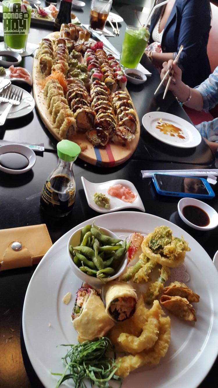 Tsunami Sushi Escazú Elegante y Excelente Comida