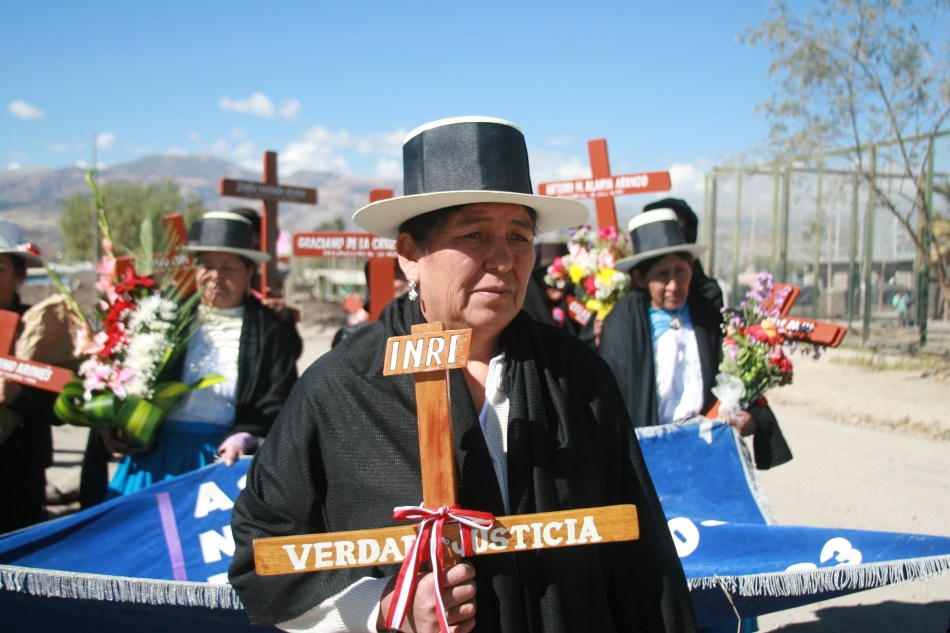 Familiares de desaparecidos del conflicto armado en Perú protestan en las calles de la ciudad de Ayacucho. Foto: Álvaro Céspedes