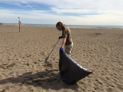 MK_Picking up Shoreline Litter