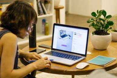 micro-entrepreneur au travail