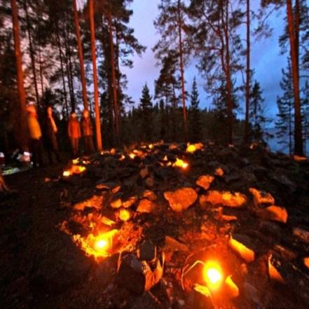 Pyhäinpäivän tulet Reuharinniemen lapinrauniolla. Kuva: N. Luukko.