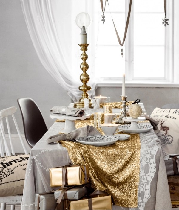 View In Gallery Entryway Table Decorated For The Holidays