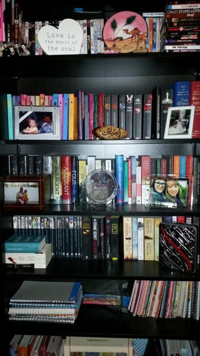 het eerste wat je over mijn boekenkast moet weten is dat hij voor driekwart vol staat met engelse young adult en engelse classics