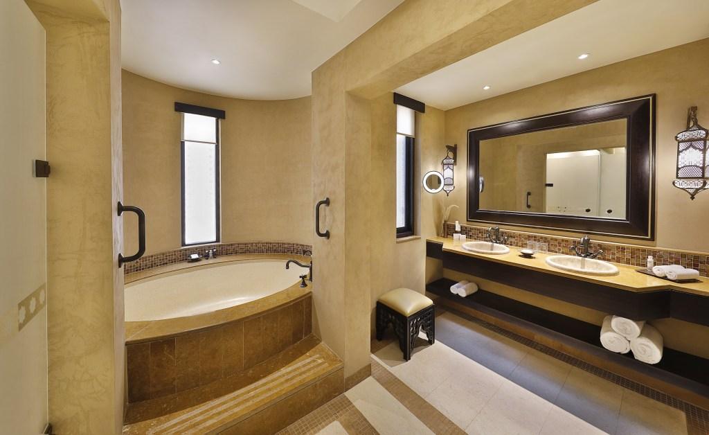 11Deluxe_Room_Bathroom