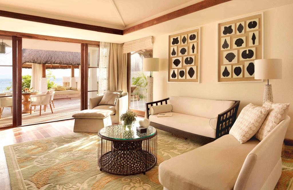 Jumeirah-Vittaveli_Beach-Suite-Livingroom