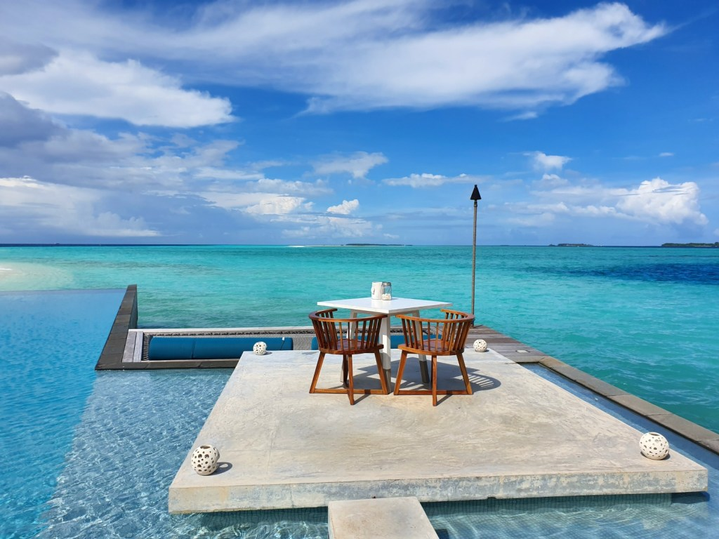 maldives-four-seasons-landaa-sea-table