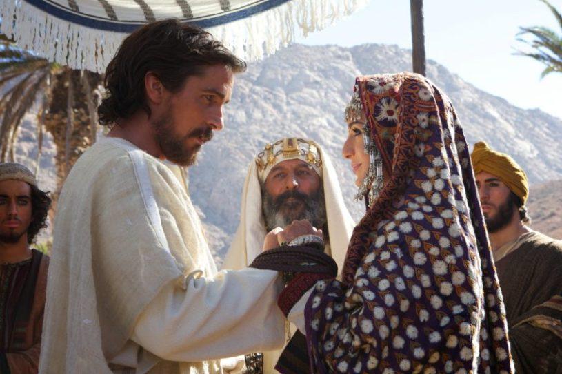 Szenenbild aus EXODUS - Moses (Christian Bale) und Zippora (María Valverde) - © 2014 Twentieth Century Fox
