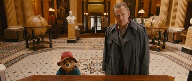 Szenenbild aus PADDINGTON - Paddington und Mr. Brown (Hugh Bonneville) - © Studiocanal