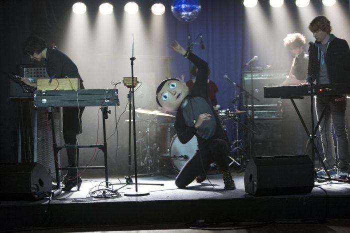 Szenenbild aus FRANK - Die Soronprfbs auf der Bühne - © Weltkino