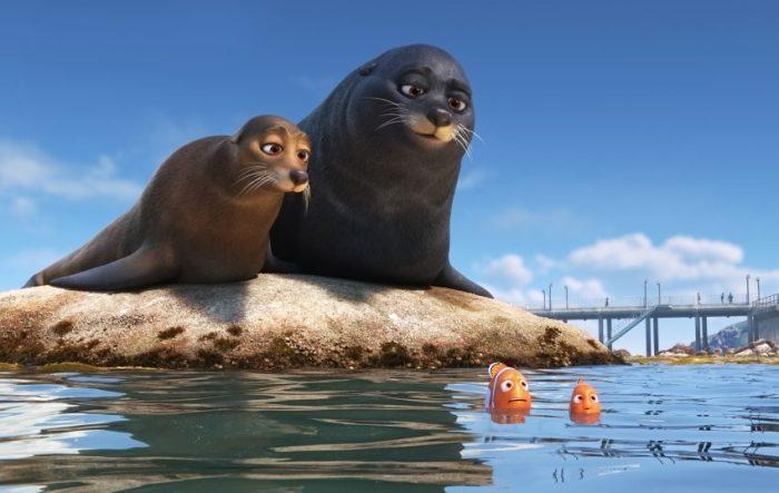 Marlin und Nemo bekommen Hilfe von zwei Seelöwen. - ©2016 Disney•Pixar. All Rights Reserved.