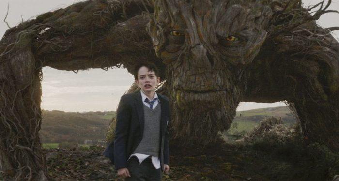 Conor (Lewis MacDougall) vor dem Monster ( gesprochen von Liam Neeson) - © Studiocanal