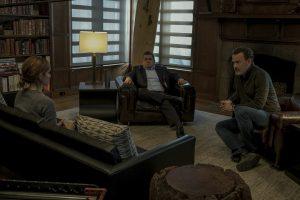 Filmstill THE CIRCLE (2017) - Mae (Emma Watson) spricht mit Tom (Patton Oswalt) und Eamon (Tom Hanks) - © Universum
